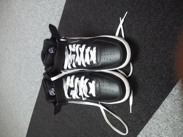 今年は新しい靴で荑
